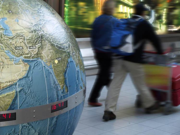 wereldbol op vliegveld